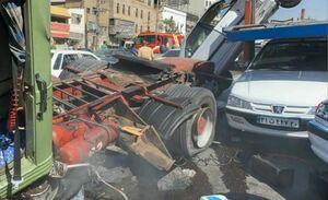 عکس/ واژگونی تریلی حامل خودرو در جاجرود