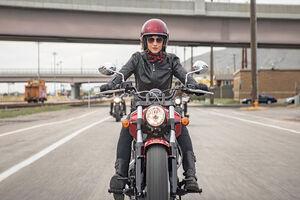 موتورسواری بانوان خلاف قانون است