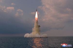 اولین تصاویر پرتاب موشک جدید کره شمالی از زیردریایی