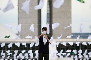 عکس/ نصب هزاران دستمال سفید مقابل مجلس برزیل