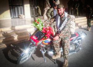 عاشقانههای «گلبخیر» و «محمد» روی موتور! +عکس