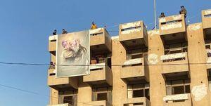 معترضان عراقی تصویر شهیدان حاج قاسم و ابومهدی را به اهتزاز درآوردند