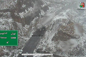 فیلم/ بارش اولین برف پائیزی در جاده هراز