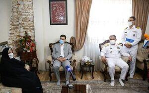 دیدار دریادار ایرانی با خانوادههای شهدا و جانبازان اهل تسنن