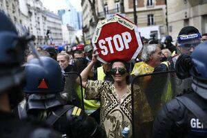 تظاهرات گسترده فرانسویها علیه سیاستهای «ماکرون» آغاز شد