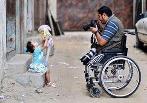 مردی که بدون پا همچنان با عشق به کارش ادامه میده +عکس