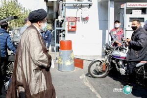 عکس/ حضور سرزده رئیسی در جایگاه سوخت میدان فردوسی