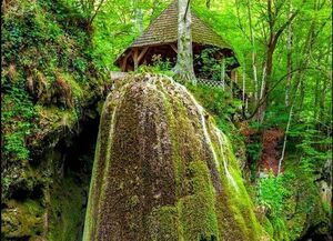 عکس/ آبشار عجیب و غریب