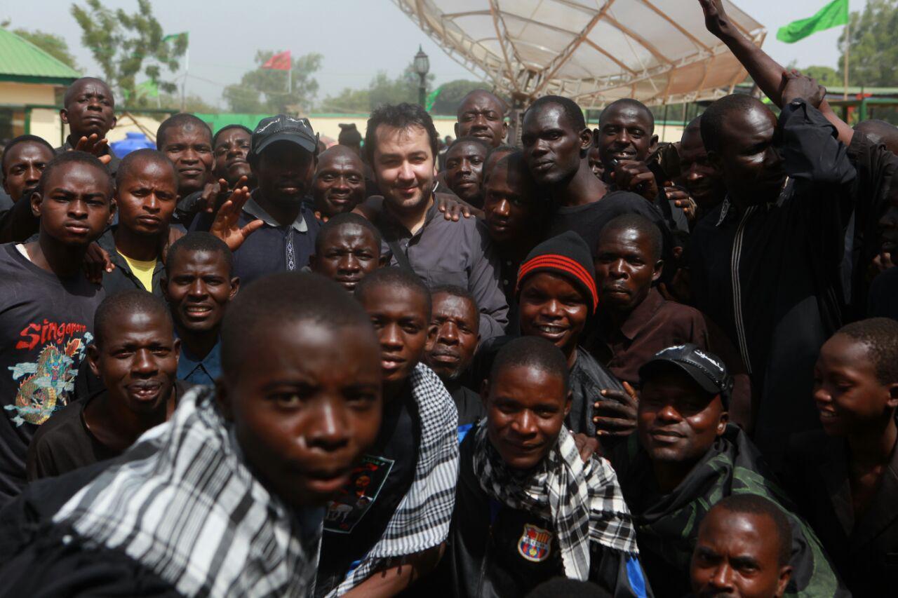 دفتر رایزنی فرهنگی ایران ازمخالفان شدید ما بودند برای حضور در نیجریه!شیعیان نیجریه حتی یک چاقوی میوه خوری برای دفاع از خودشان ندارند چه برسد به اسلحه!/ وقتی اتفاقی مثل فتنه 88 در ایران رخ می دهد شیعیان سایر کشورها احساس بی پدری می کنند