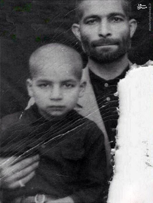 عکس کودکی حسن روحانی در آغوش پدرش