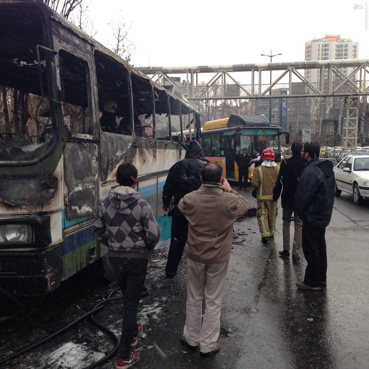 یک اتوبوس در تقاطع نیایش در آتش سوخت+عکس