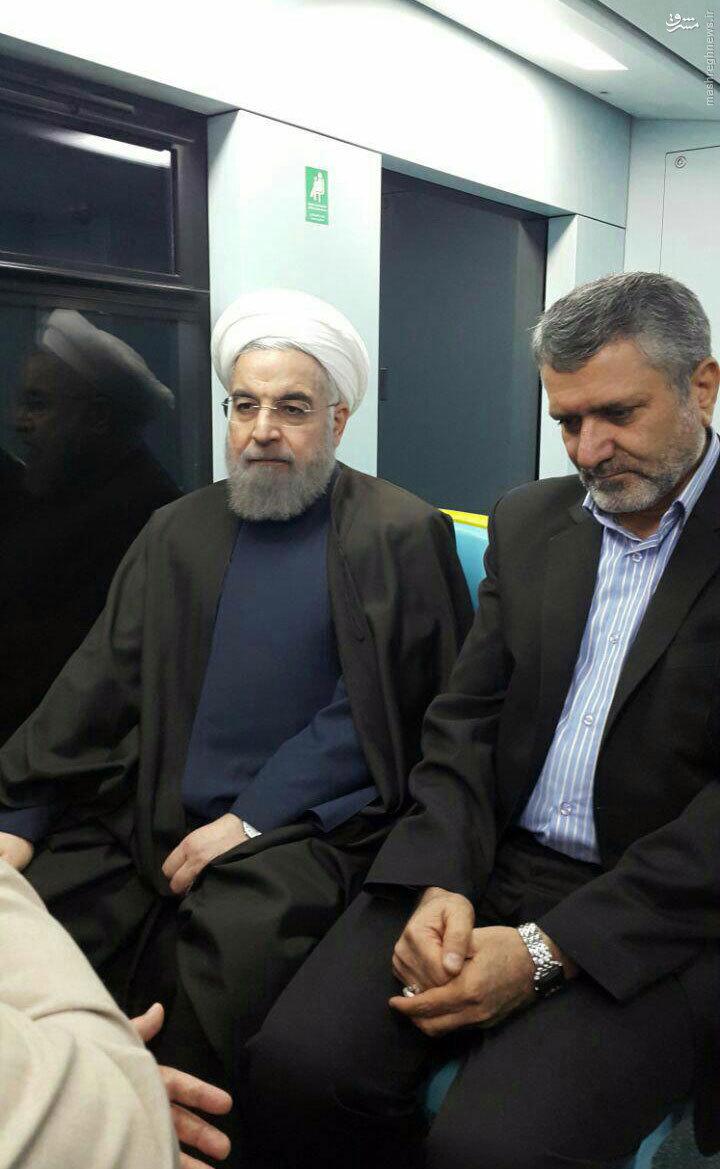 عکس/ رییس جمهور در مترو مشهد