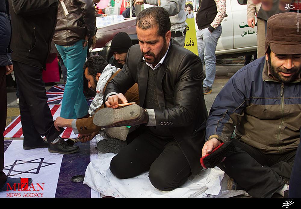 عکس/ واکس صلواتی راهپیمایان 22 بهمن