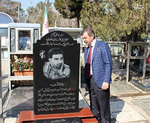 عکس/ ادای احترام فضانورد روس به پدر موشکی ایران
