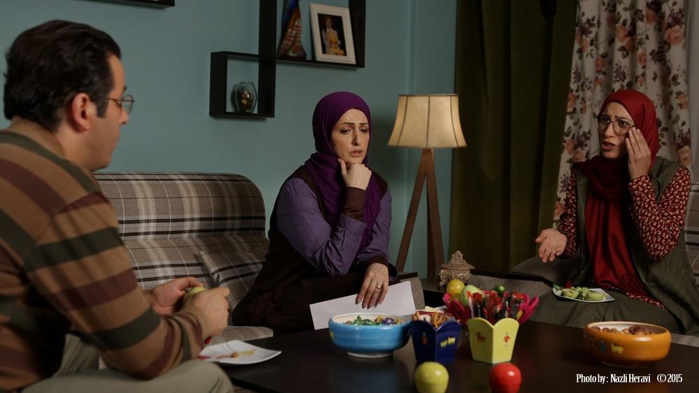 یادداشت های یک زن خانه دار نقش یک مشاور اجتماعی را بازی می کند