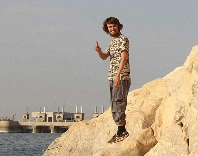 جلاد ۲۰ ساله انگلیسی داعش را بشناسیم