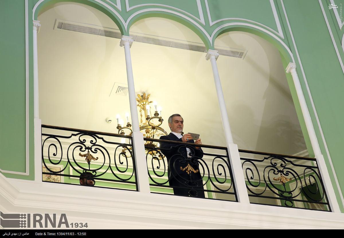 عکس/ عکاسی برادر رئیسجمهور از هیئت چینی
