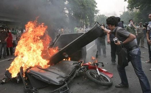 خاتمی: مخالفان حق انتقاد حتی تخریب دارند!/ نیروهای مخالف جمهوری اسلامی پایگاهی در درون کشور ندارند