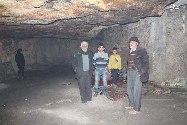 پناه بردن خانواده های کرد حلب به غارها+عکس