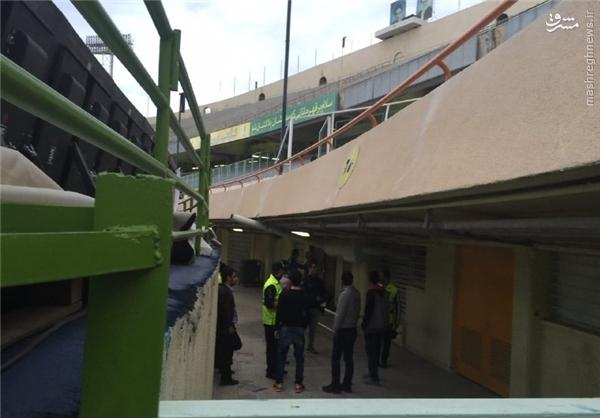 عکس/ افراد متفرقه پشت درِ رختکن استقلال
