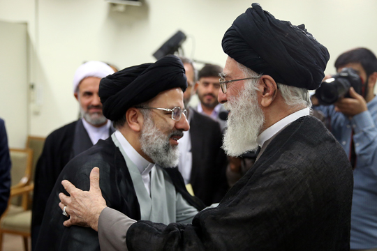 رهبر معظم انقلاب حجتالاسلام رئیسی را به تولیت آستان قدس رضوی منصوب کردند
