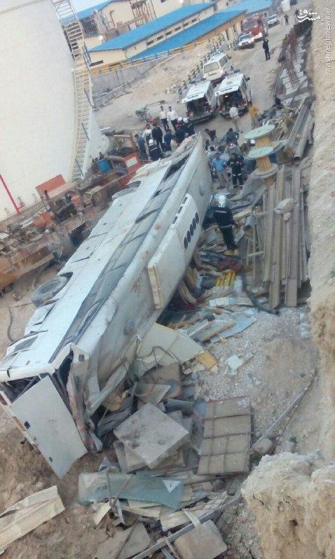 سقوط اتوبوس کارگران پتروشیمی در عسلویه