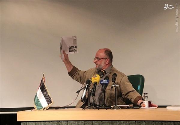 امضای نماینده حماس پای تابلوی حمایت از حزبالله لبنان+عکس