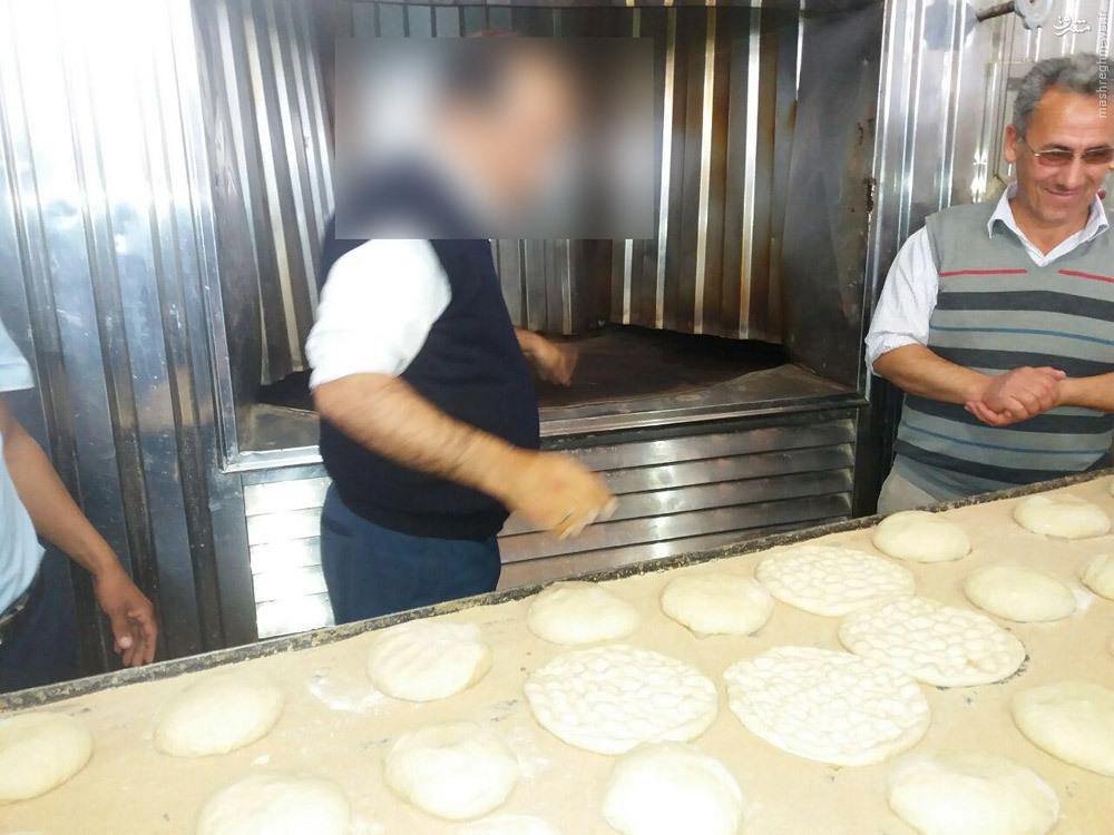 عکس/ در حال پختن نان