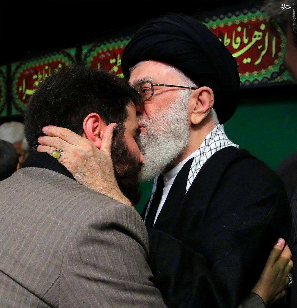 نتیجه تصویری برای بوسیدن صورت مطیعی توسط رهبر