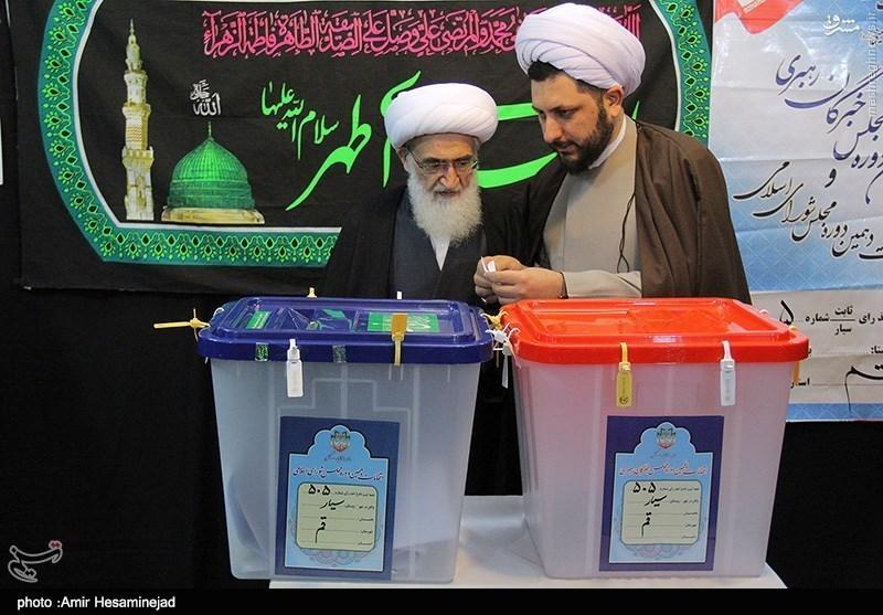 رهبر انقلاب: مردم به قصد افزایش اعتبار و عزت ملی در انتخابات شرکت کنند/ روسای قوا پای صندق رای چه گفتند؟/ حضور مراجع تقلید در پای صندوقهای رای +تصاویر