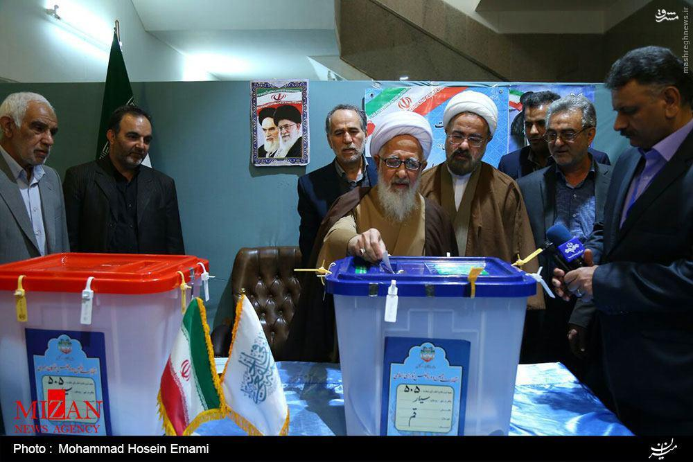 رهبر انقلاب: مردم به قصد افزایش اعتبار و عزت ملی در انتخابات شرکت کنند/ روسای قوا پس از رای دادن چه گفتند؟/ حضور مراجع تقلید در پای صندوقهای رای +تصاویر