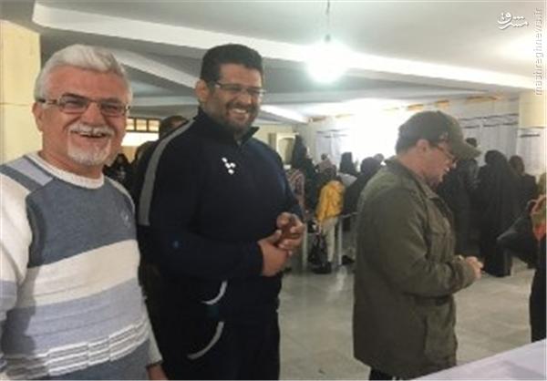محمد بنا با ظاهری متفاوت پای صندوق رای +عکس