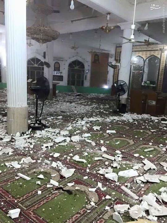 نماز جماعت در محل وقوع حمله انتحاری+تصاویر