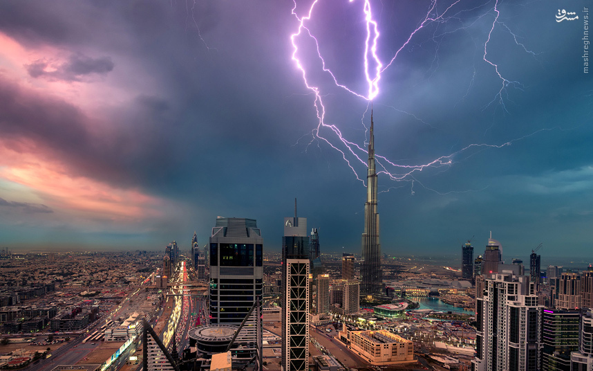 عکس/ لحظه برخورد صاعقه به بلندترین برج دنیا