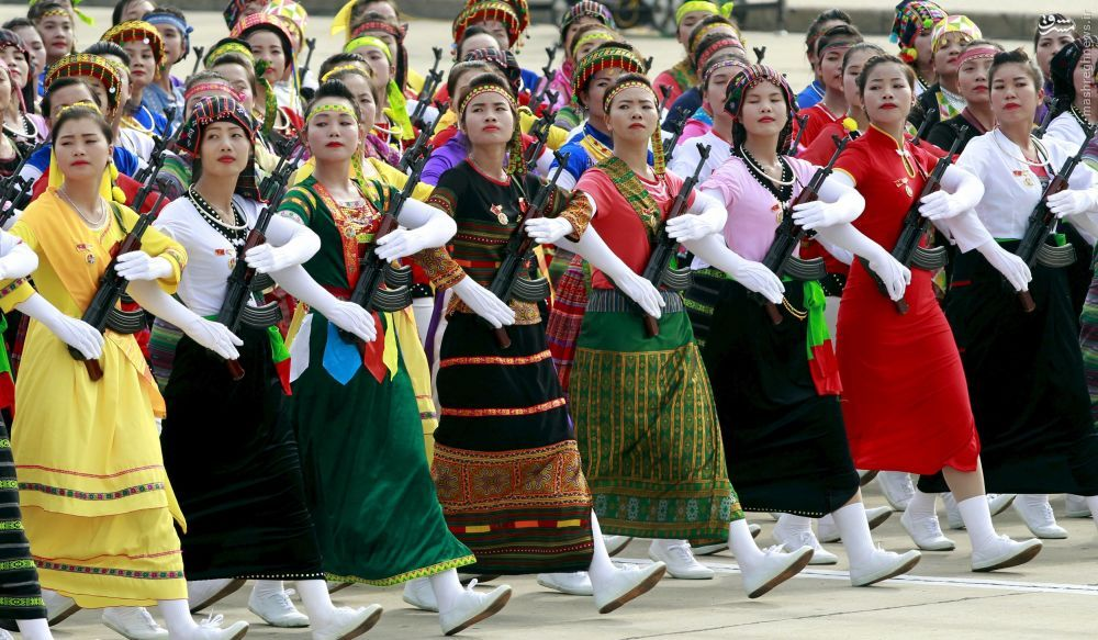 رژه زنان, زنان ارتشی, زنان نظامی, لباس, پوشش, گزارش تصویری