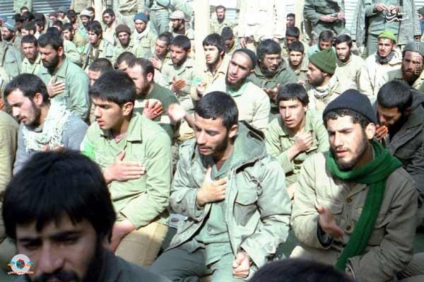 عکس/ سینه زنی «شهید همت» در جمع رزمندگان