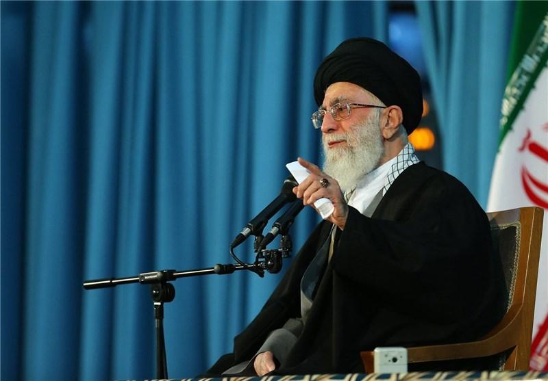 آغاز بیانات رهبر انقلاب در جمع زائران حرم رضوی