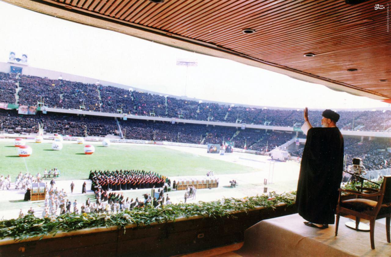 عکس/ رهبر انقلاب در ورزشگاه آزادی