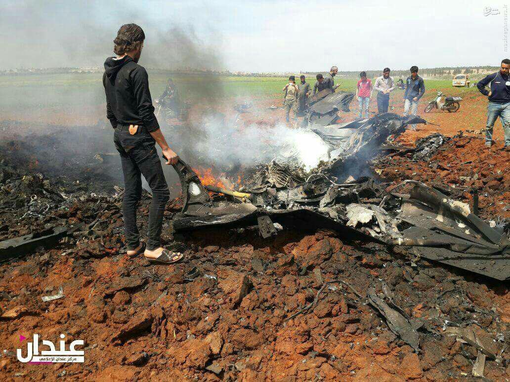 سقوط بمب افکن ارتش سوریه در جنوب حلب+عکس