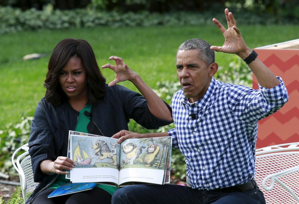 عکس/ وقتی اوباما و همسرش برای کودکان قصه ترسناک تعریف می کنند