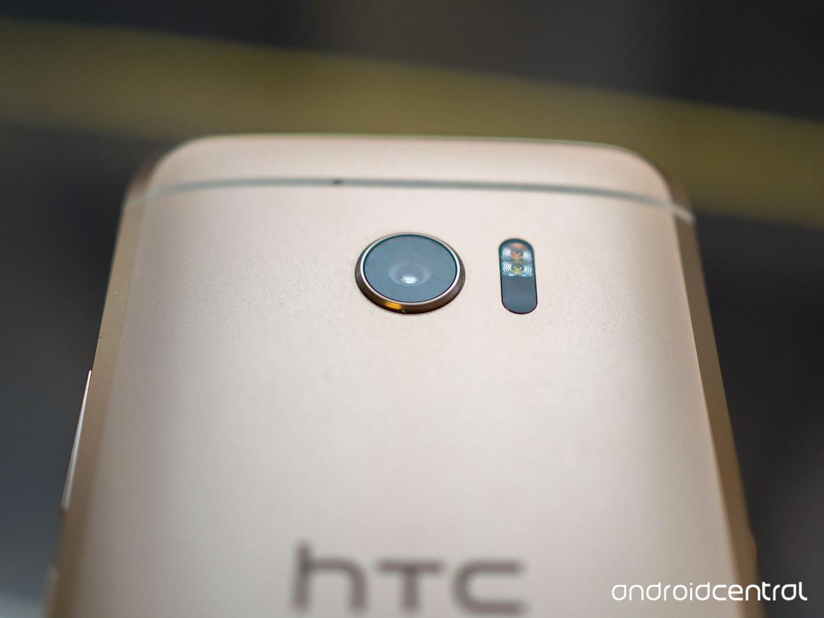 بهترین دوربین موبایل جهان در آخرین گوشی HTC قرار گرفت +عکس