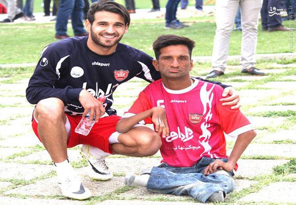 عکس/ هوادار معلول پرسپولیسی در کنار نوراللهی