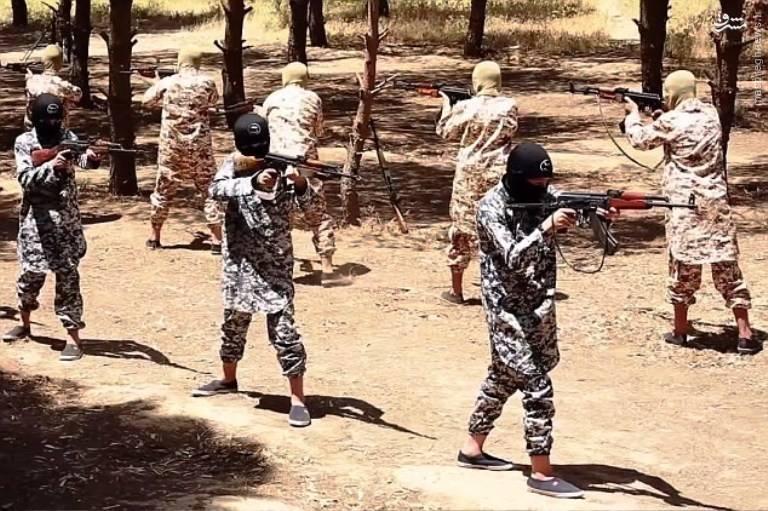 حمله انتحاری کودک داعشی به زمین فوتبال در عراق+فیلم و عکس
