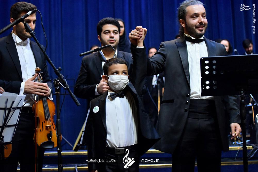 کودک سرطانی رهبر ارکستر سالار عقیلی شد +عکس