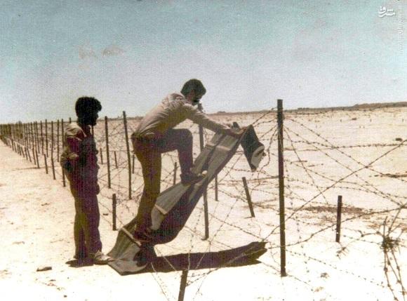 عکس/ ابداعی برای عبور از سیم خاردار