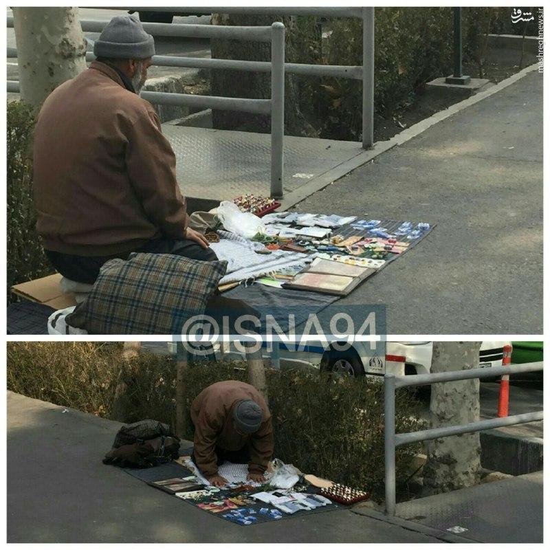 عکس/ نماز اول وقت در خیابان انقلاب تهران