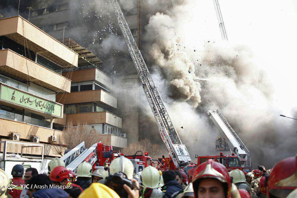 ساختمان پلاسکو فرو ریخت/ مصدومیت 38 نفر و محبوس شدن شمار بسیاری از آتش نشان/ انتقال مصدومان به ۴ بیمارستان +تصاویر و فیلم