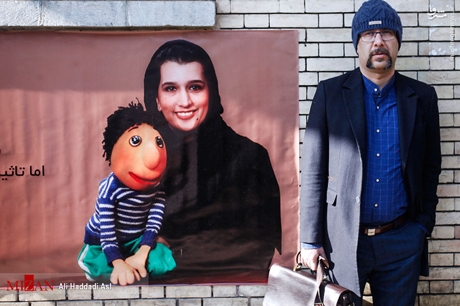 عکس/ صداپیشه جنابخان در تشییع دنیا فنیزاده