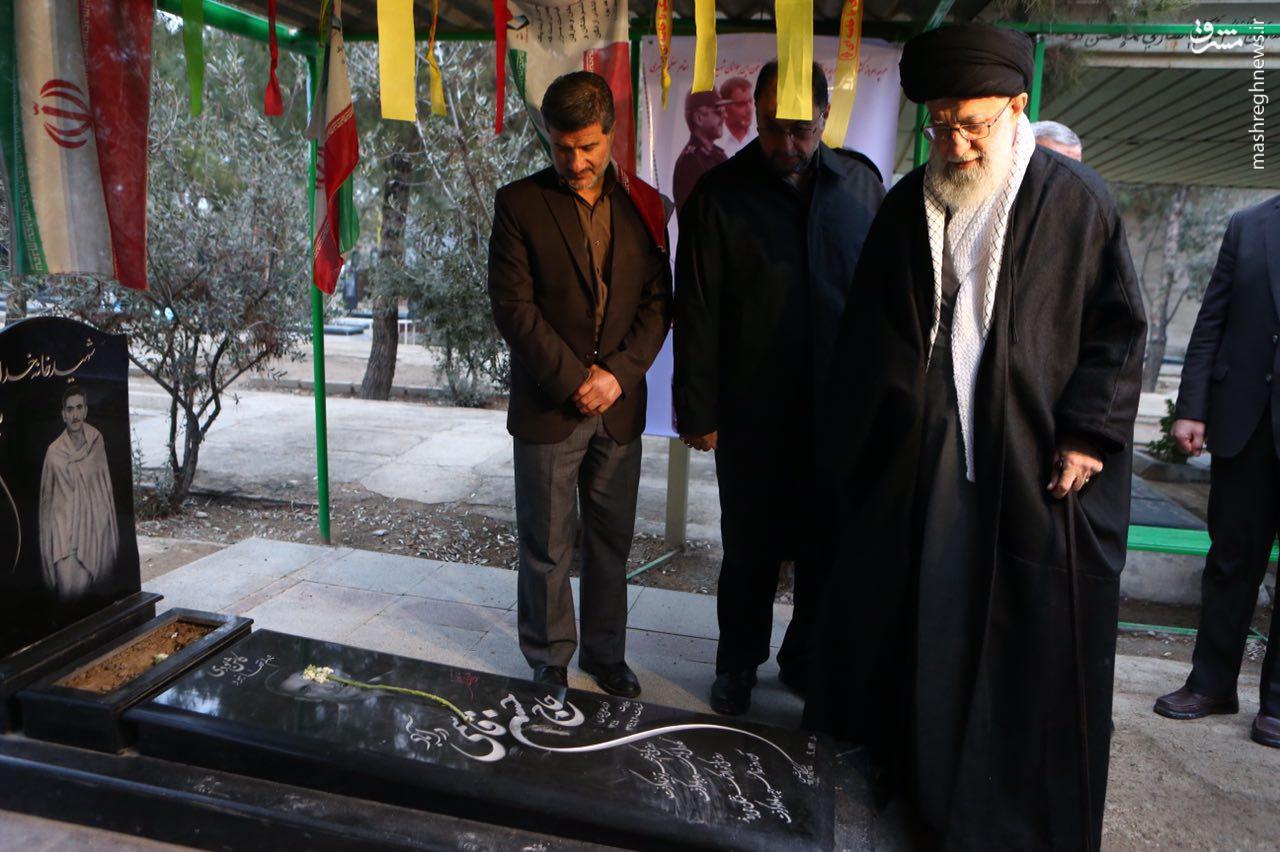عکس/ حضور رهبرانقلاب بر مزار شهدای منا