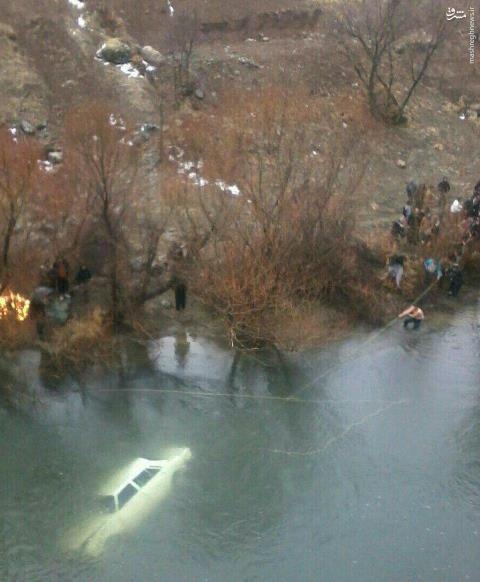 عکس/ ۳کشته در پی سقوط یک خودرو رودخانه
